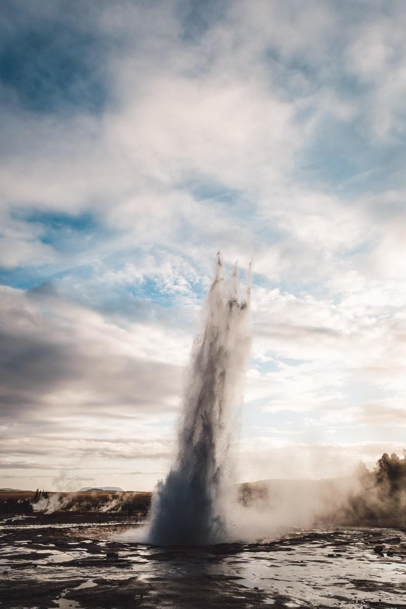trident-geyser-eruption-wallpaper.jpg?it