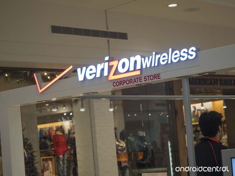 verizon-store-mall-kiosk-low.jpg?itok=A5