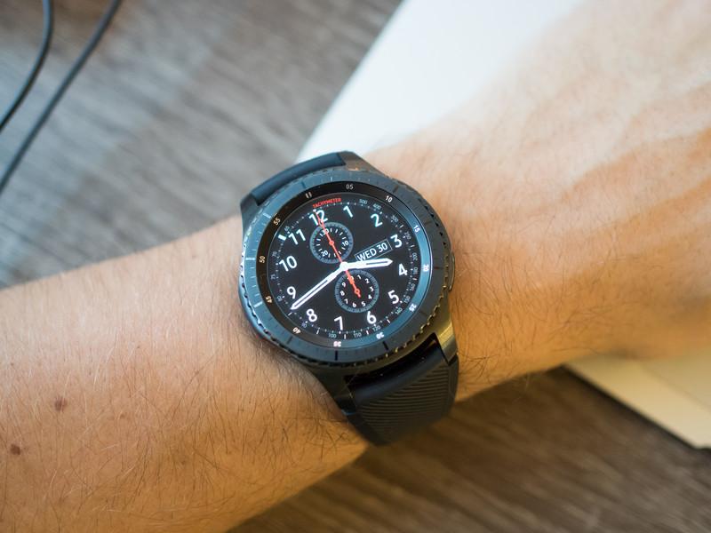 gear-s3-frontier-on-wrist-table.jpg?itok