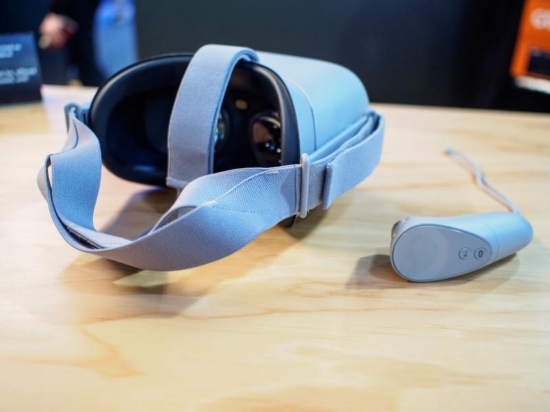 oculus-go-lenses.jpg?itok=v8oW_pHq