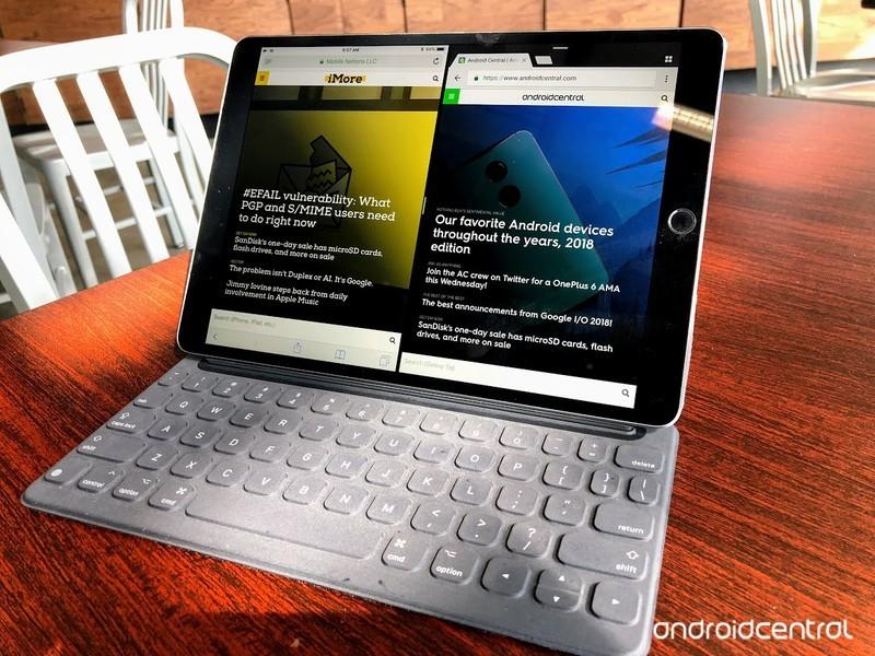 ipad-split-screen.jpg?itok=Mlo00fzU