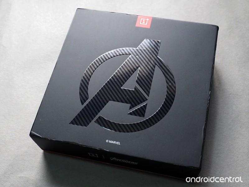 oneplus-6-avengers-unboxing-4.jpg?itok=m