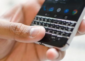 Swapping an iPhone for a BlackBerry made me appreciate the physical keyboard