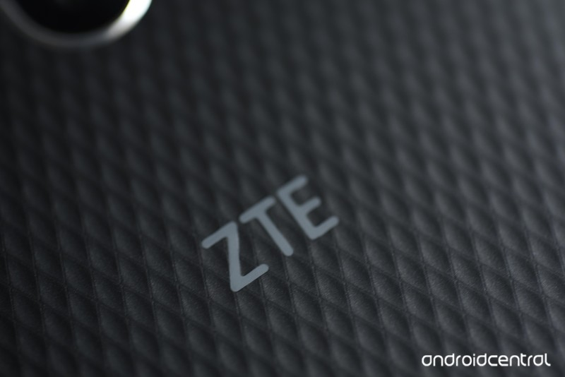 zte-blade-v8-pro-review-18.jpg?itok=kaaa