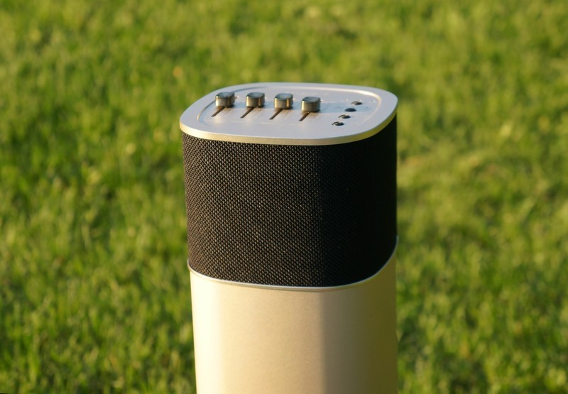 studio-19-solo-speaker-outside-01.jpg?it