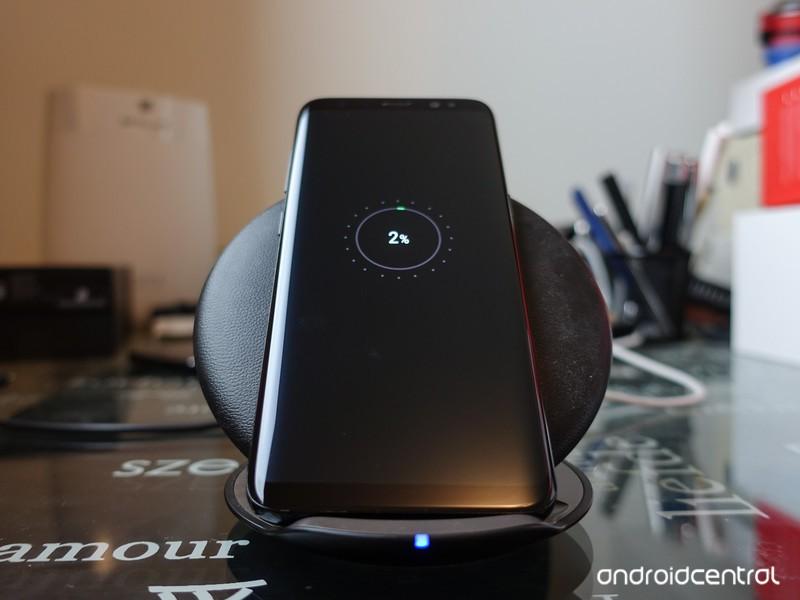 galaxy-s8-wireless-charging-1.jpg?itok=Y