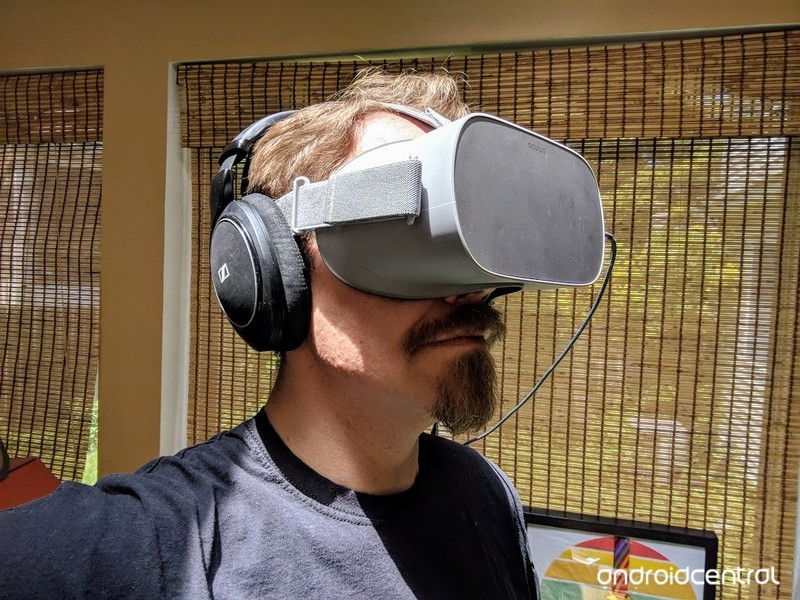oculus-go-headphones.jpg?itok=AoeKfzcM