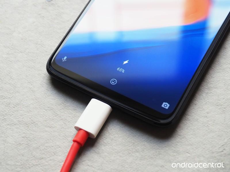 oneplus-6-dash-charge.jpg?itok=UBJ3u6Zt