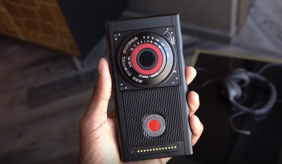 red-hydrogen-one-mkbhd.jpg?itok=J2rFtnnX
