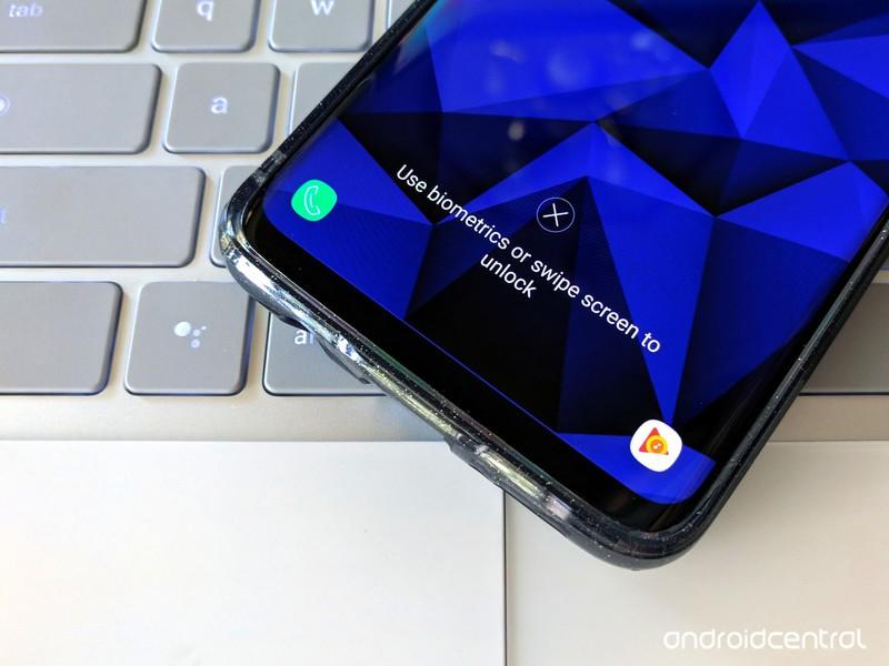 s9plus-lock-screen-use-finger-or-swipe-b