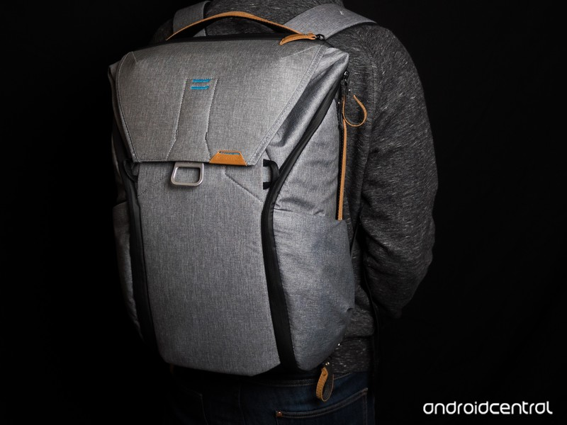 hayato-gear-bag-peak-design.jpg?itok=uzU