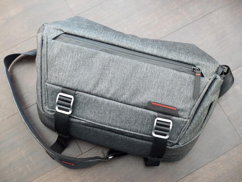 peak-design-everyday-sling-bag-2.jpg?ito
