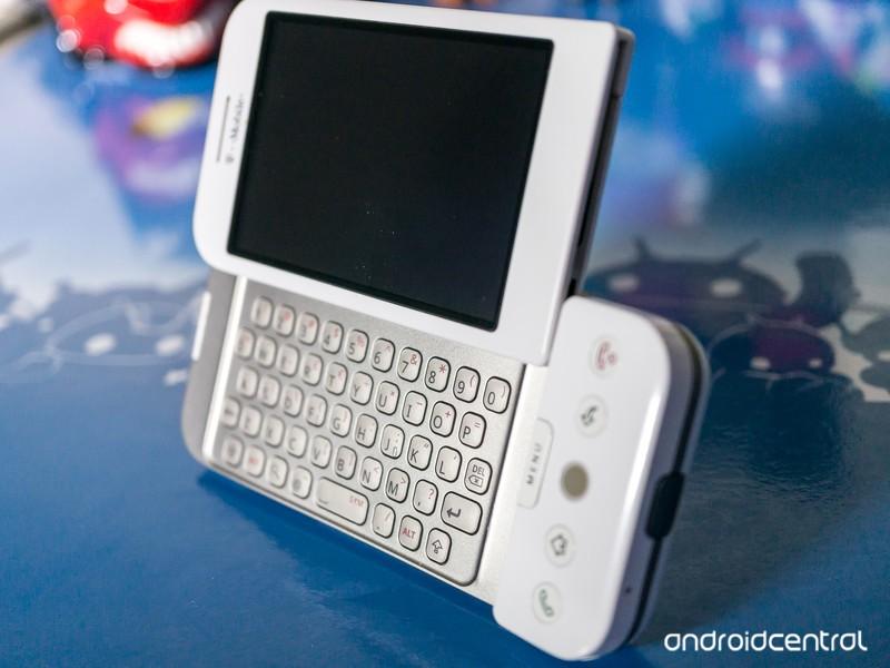 HTC_T-Mobile-G1-2_0.jpg?itok=YDWuzOzs