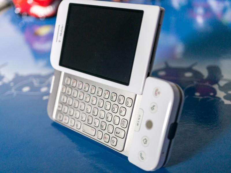 HTC_T-Mobile-G1-2_0.jpg?itok=R-NleOgX