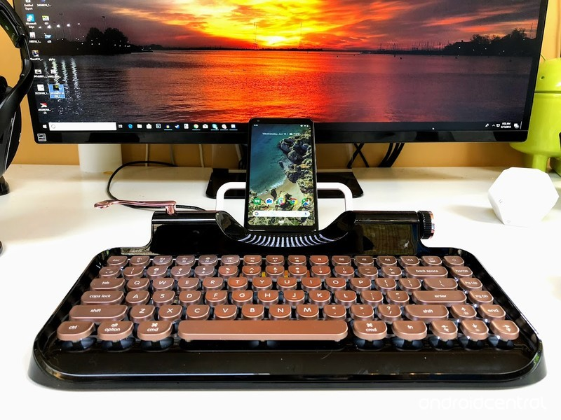 rymek-typewriter-hero.jpg?itok=rTFZgO2W