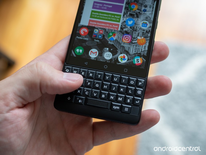 blackberry-key2-black-keyboard-in-hand.j