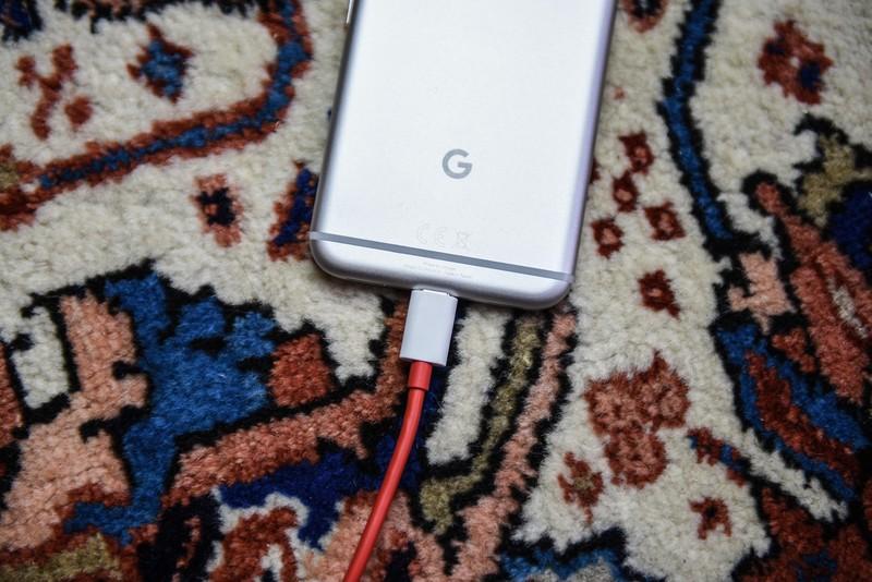 google-pixel-charging-1.jpg?itok=LnIDwPw