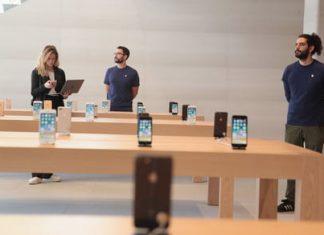 A few seconds cost an Apple store $27,000 worth of stolen merchandise