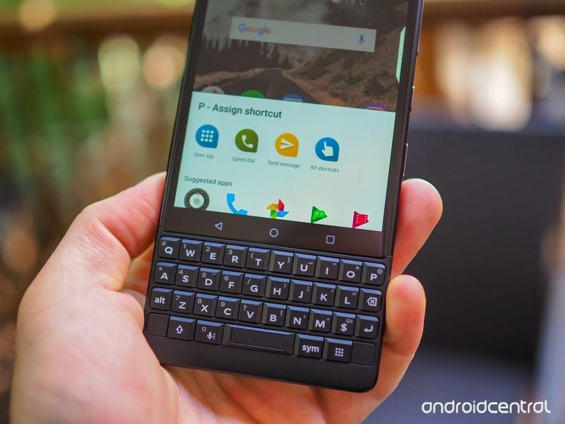 blackberry-key2-review-23.jpg?itok=Ky4QS