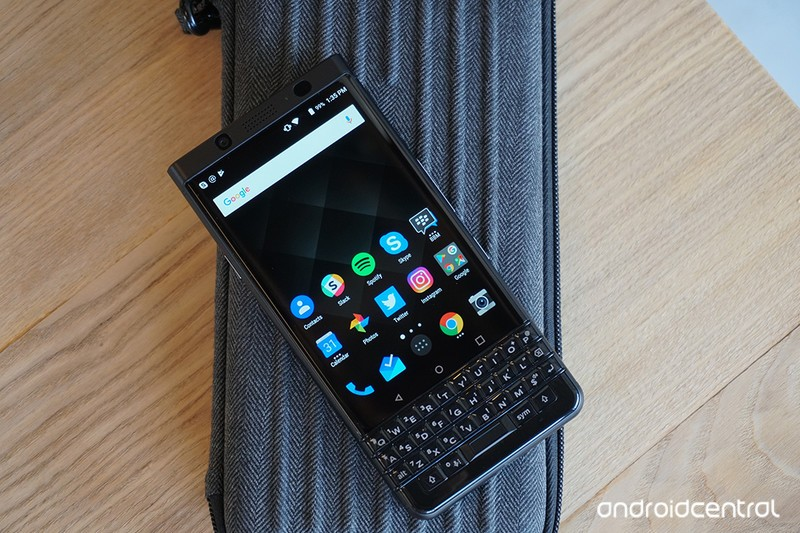 blackberry-keyone-black7.jpg?itok=Yg5qUW