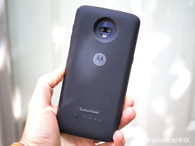 moto-z3-play-review-13.jpg?itok=IlxHx-V6