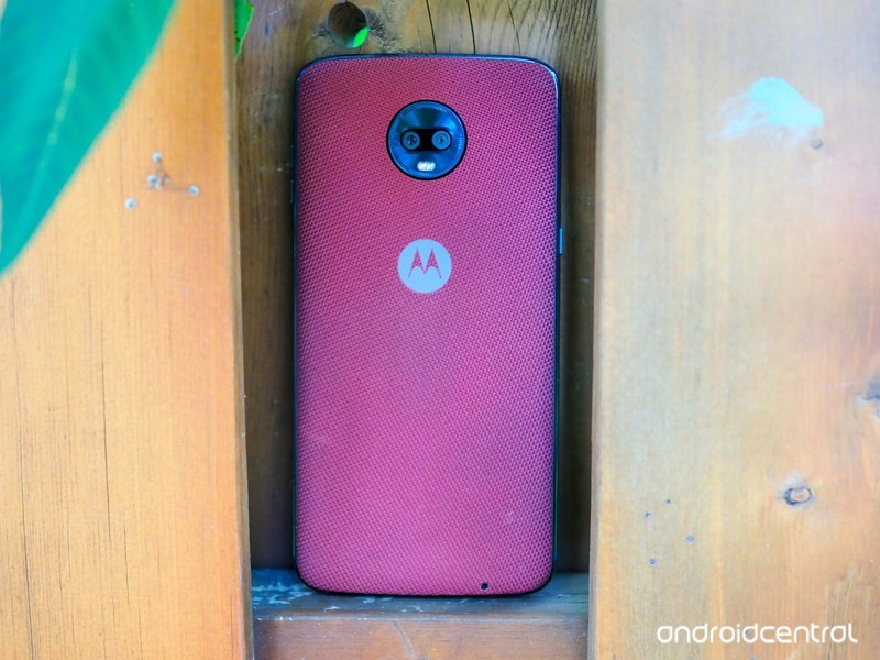 moto-z3-play-review-7.jpg?itok=HDUhX7oD