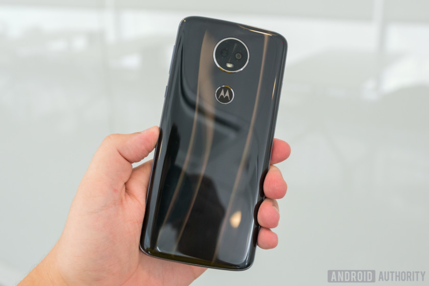 Motorola Moto E5 Plus Light Refracting Design In Hand, Moto E5 Plus review