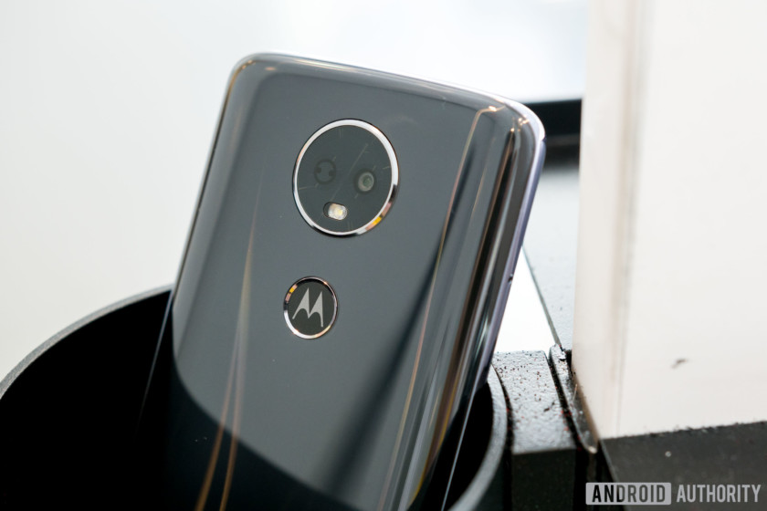 Motorola Moto E5 Plus Camera Lens and Moto Dimple Design, Moto E5 Plus review