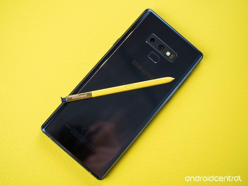 note-9-yellow-s-pen-blue-phone.jpg?itok=