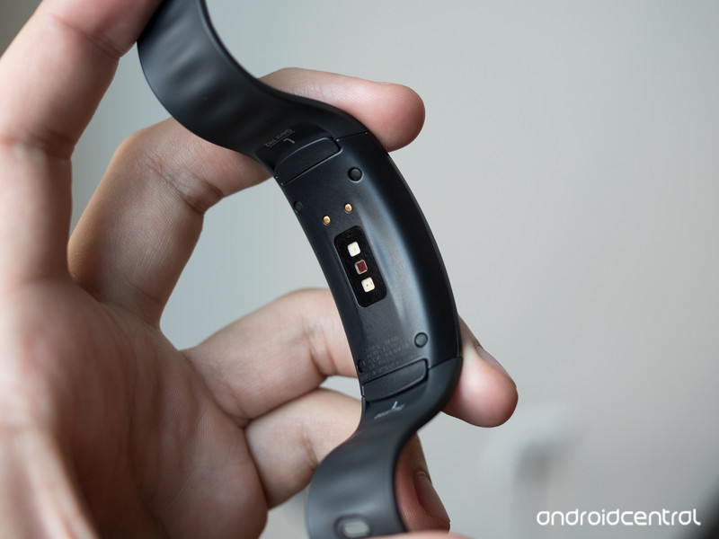 samsung-gear-fit-2-heart-rate-sensor.jpg