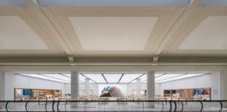 Apple Store heist: Shoppers in California tackle suspects to the ground