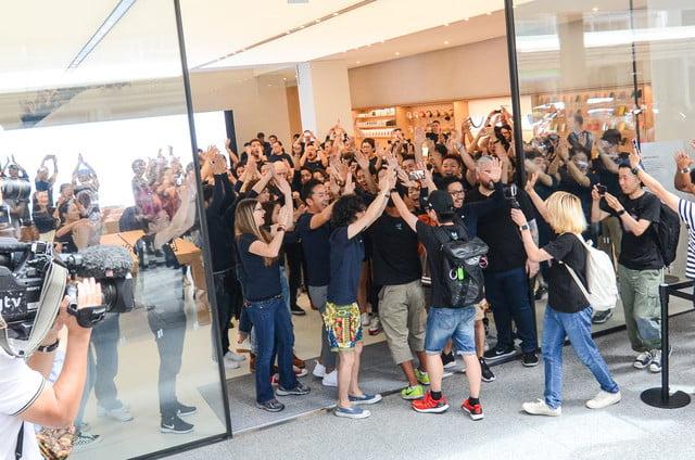 apple store opens in kyoto japan trevor mogg dt 6