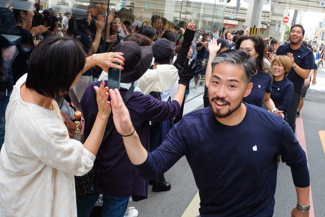 apple store opens in kyoto japan trevor mogg dt 4