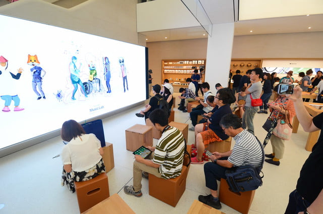 apple store opens in kyoto japan trevor mogg dt 9