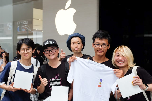 apple store opens in kyoto japan trevor mogg dt 7