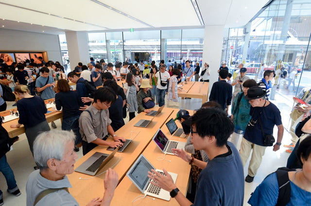 apple store opens in kyoto japan trevor mogg dt 19