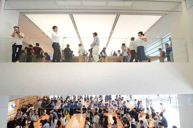 apple store opens in kyoto japan trevor mogg dt 18