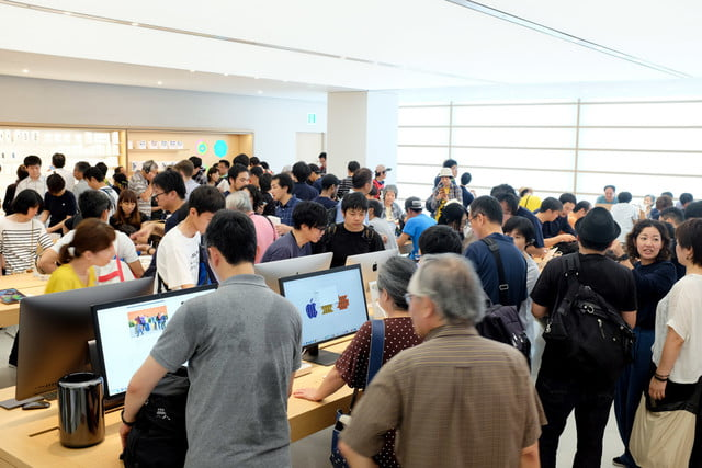 apple store opens in kyoto japan trevor mogg dt 21