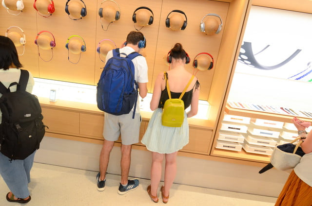 apple store opens in kyoto japan trevor mogg dt 22