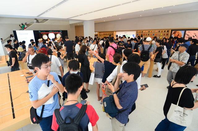 apple store opens in kyoto japan trevor mogg dt 27