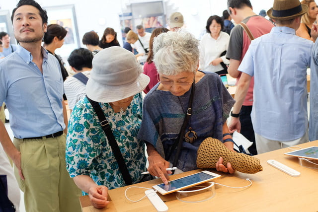 apple store opens in kyoto japan trevor mogg dt 26