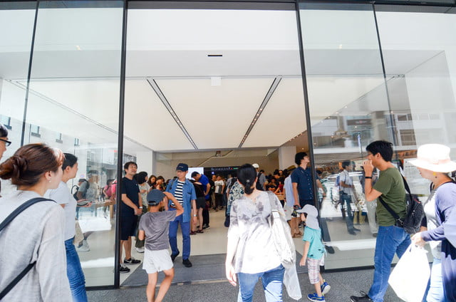 apple store opens in kyoto japan trevor mogg dt 28