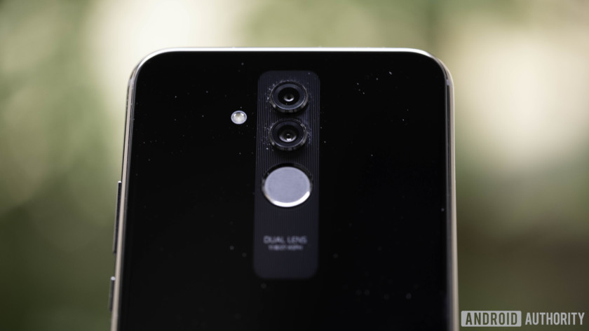 Huawei Mate 20 Lite rear dual camera