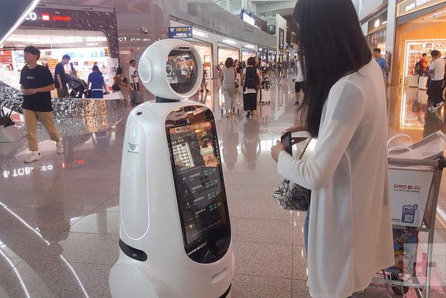 Cloi airport robot
