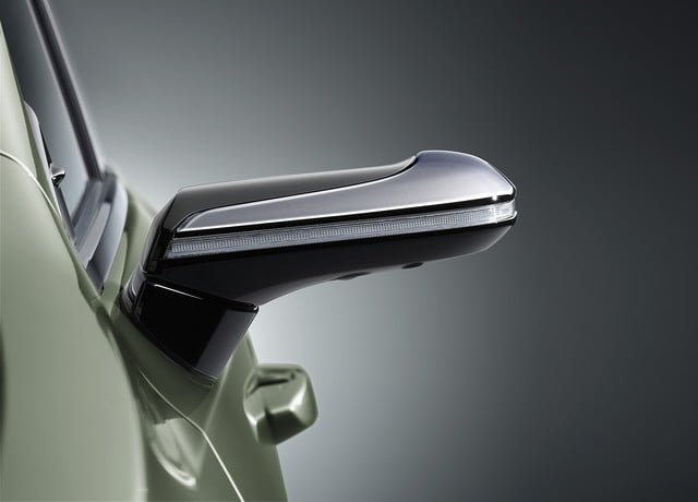 lexus reveals digital side view mirrors on jdm 2019 es monitors for  1