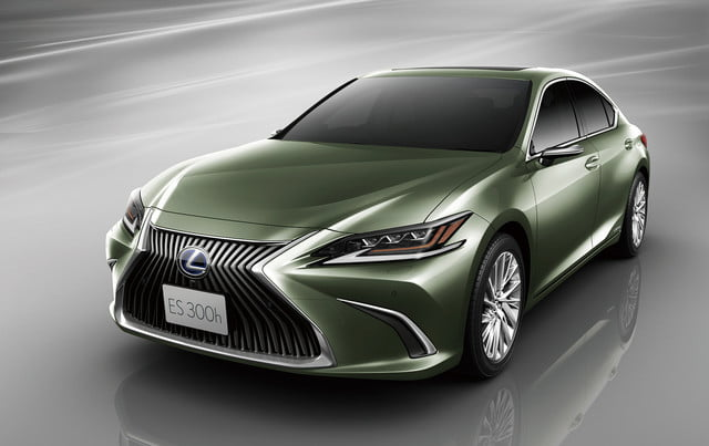 lexus reveals digital side view mirrors on jdm 2019 es monitors for