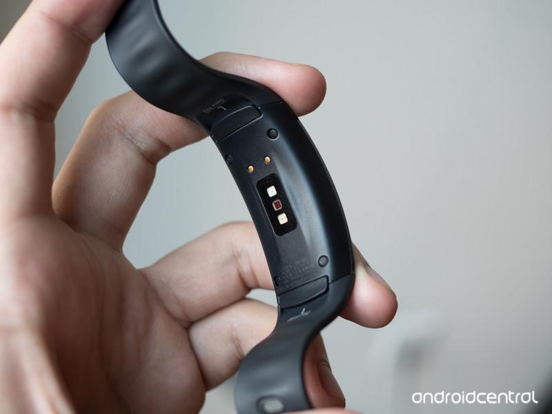 samsung-gear-fit-2-heart-rate-sensor.jpg