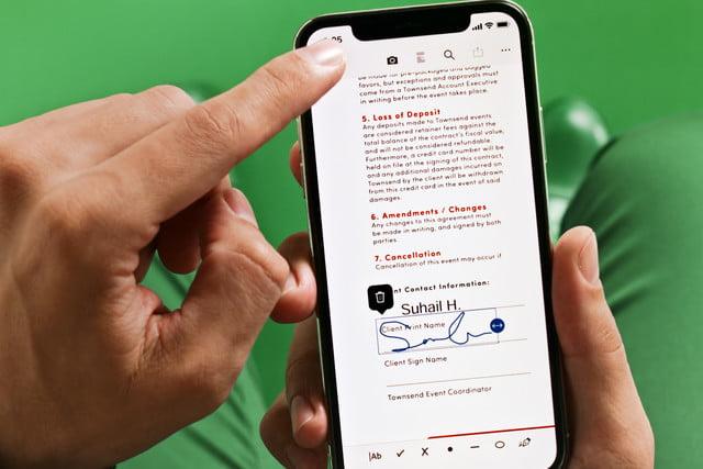 adobe acrobat dc modernized sign on smartphone high res