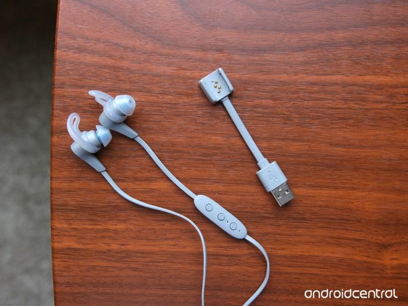 jaybird-x4-charging-clip.jpg?itok=ntGCNU