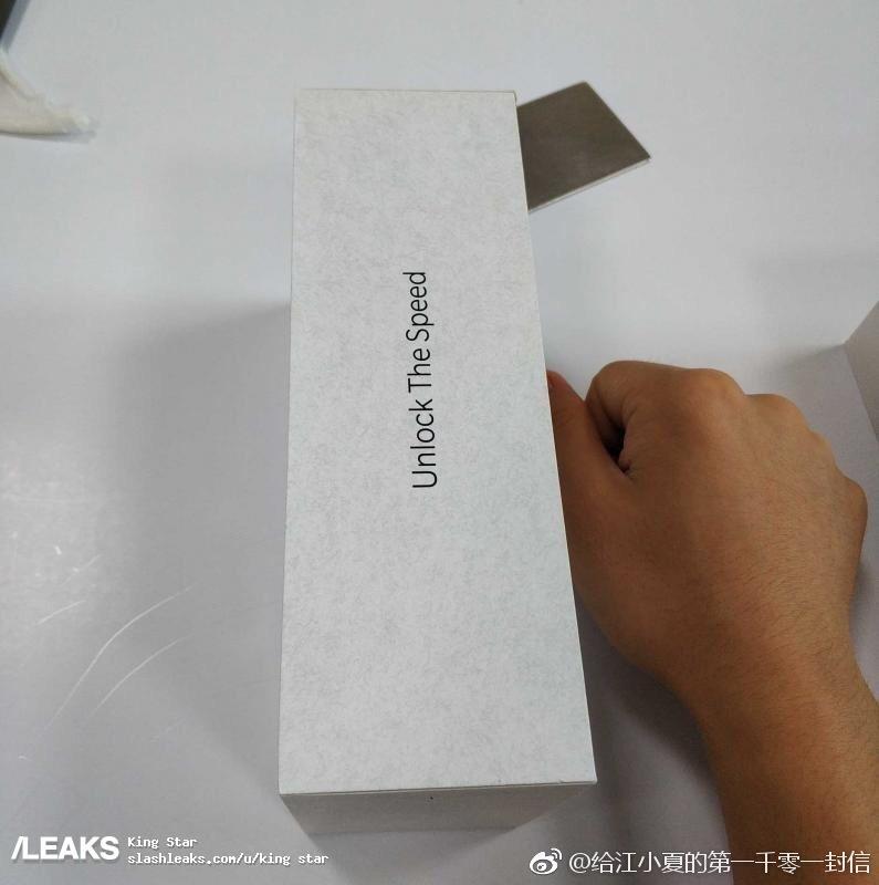 oneplus-6t-box-3.jpg?itok=EiHvKaQI